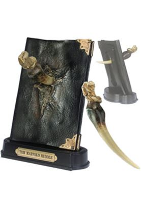 Imagen de Harry Potter Réplica 1/1 Diario de Tom Riddle con el Colmillo de Basilisco