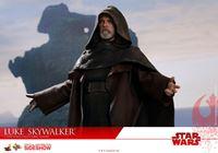 Foto de Star Wars Episodio VIII Figura Movie Masterpiece 1/6 Luke Skywalker 29 cm