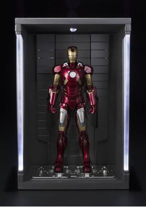 Imagen de Iron Man 3 Figura S.H. Figuarts Iron Man Mark VII & Hall of Armor Set 15 cm