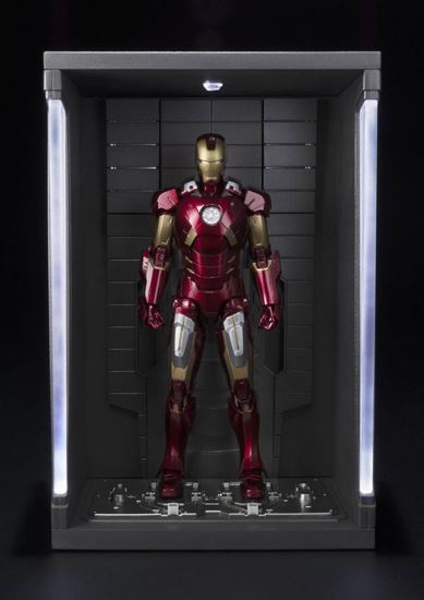 Foto de Iron Man 3 Figura S.H. Figuarts Iron Man Mark VII & Hall of Armor Set 15 cm